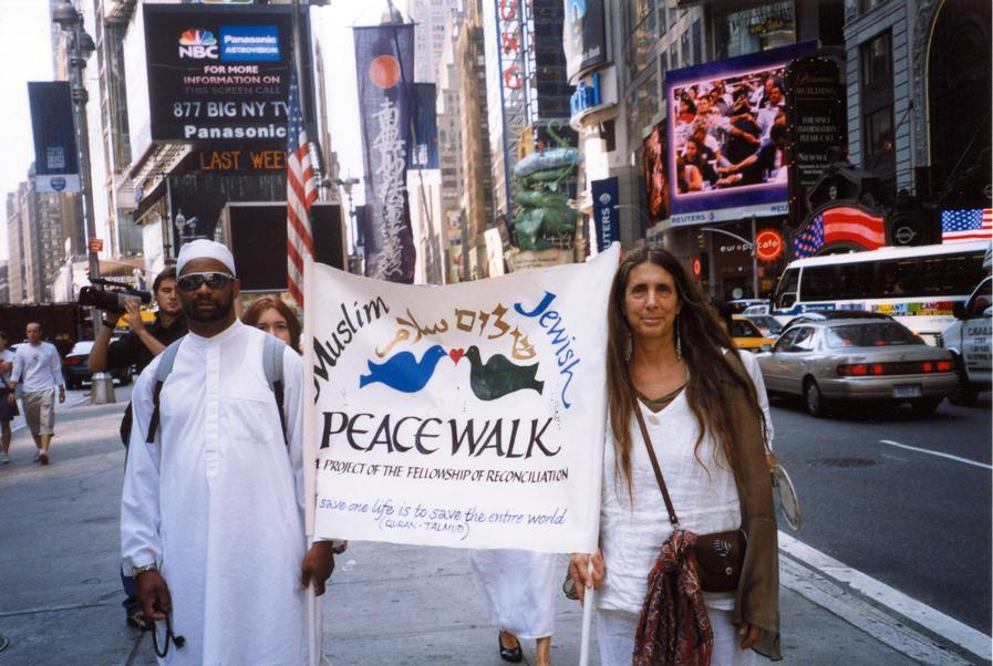 Lynn Gottlieb at Muslim-Jewish Peace Walk, 2003