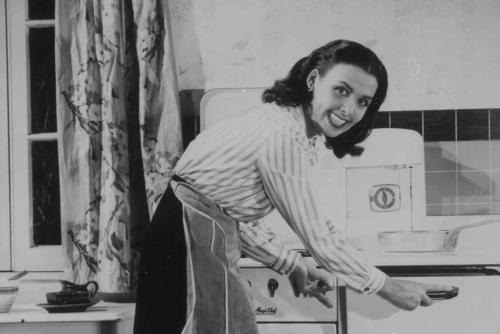 Lena Horne in the kitchen cropped