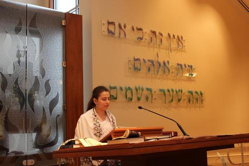 Yana Kozukhin at the Bimah