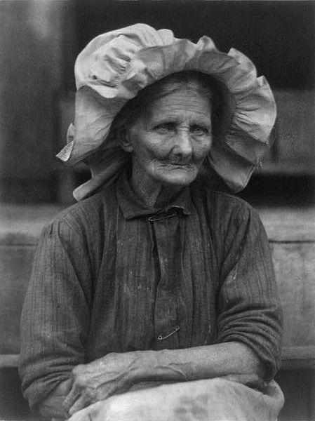 449px-old_woman_in_sunbonnet_by_doris_ulmann.jpg