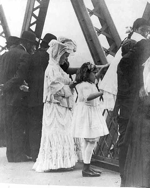 Tashlikh Ritual on the Williamsburg Bridge, 1909