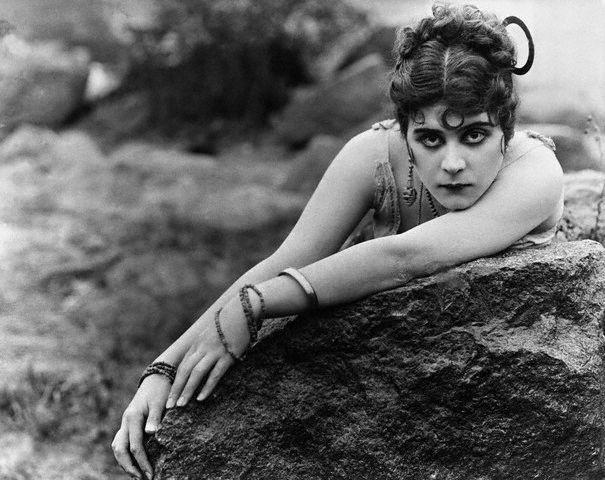 Theda Bara, 1915