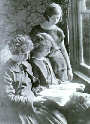 Gertie, Anna (center) and Rose Sokolow