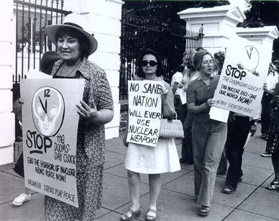 Abzug with WSP, Demonstrating in Front of the White House