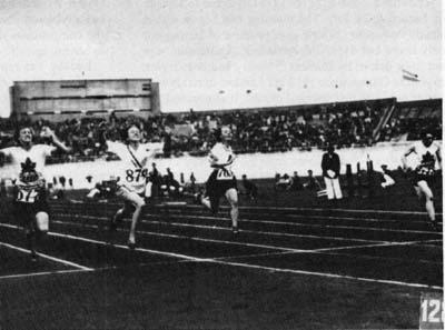 The Finish of the 100 Meter Race - (left to right) Rosenfeld, Robinson, Steinberg (Germany) and Smith