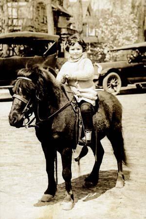 Gertrude Elion, circa 1921