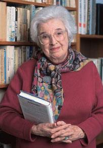 Gerda_Lerner_with_books