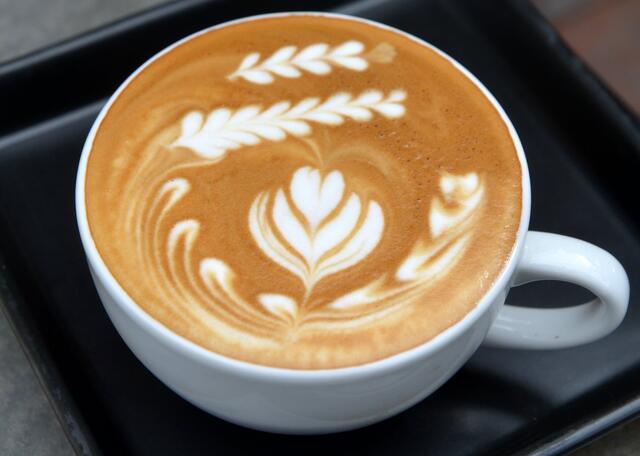 latte_at_doppio_ristretto_chiang_mai_cropped.jpg