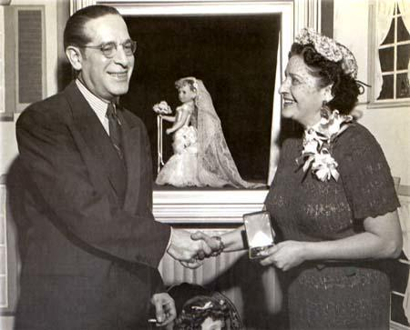 Beatrice Alexander receiving the Fashion Academy Gold Medal from Emil Hartman, director of the New York Fashion Academy