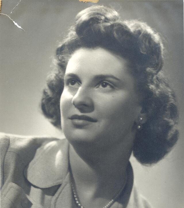 Marcia Soloski Levin, headshot (1941)