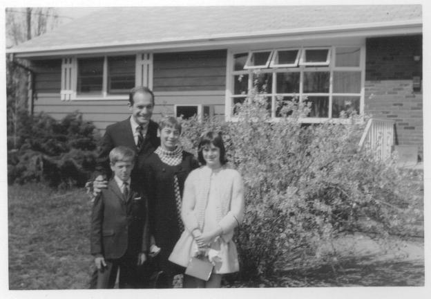 olick_family_easter_approx_1967.jpg