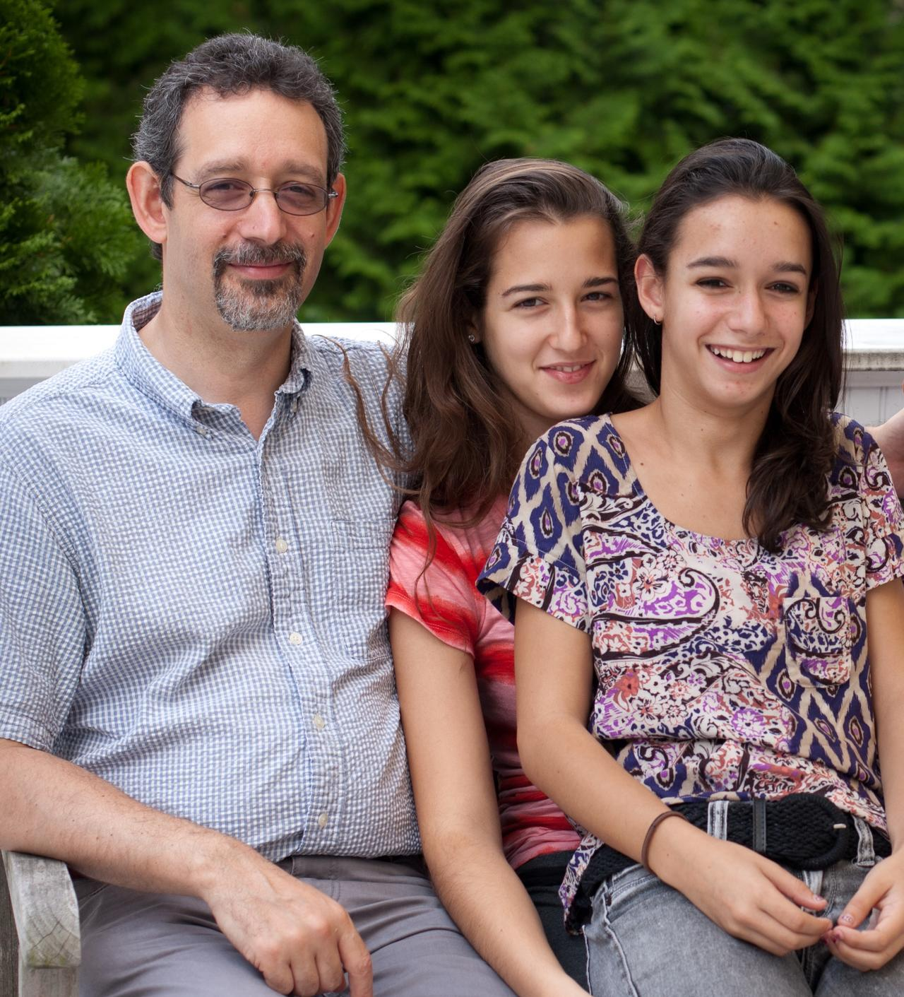 richard_dale_and_daughters.jpg