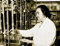 Rosalyn Yalow in lab
