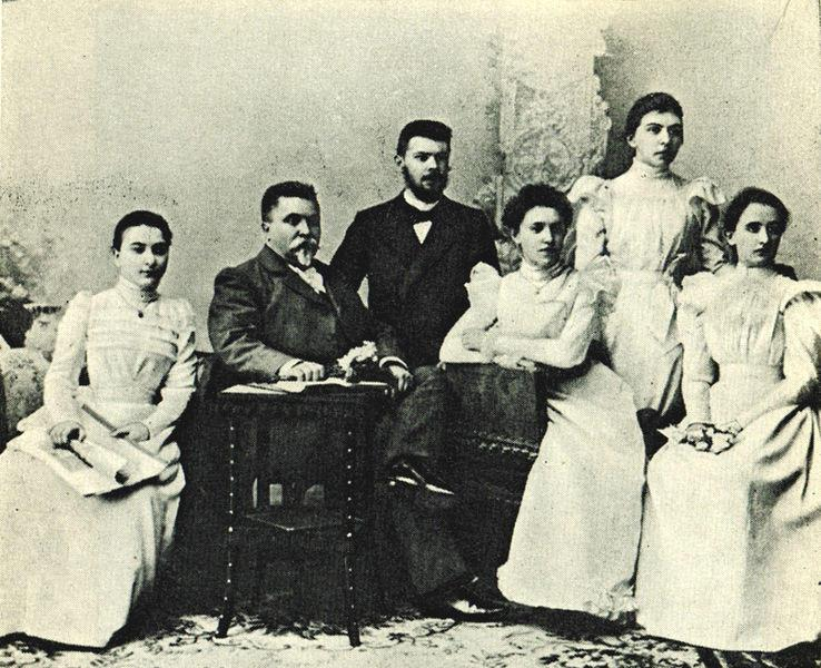 Rosina Lhévinne with her Vasily Ilyich Safonov and fellow pupils