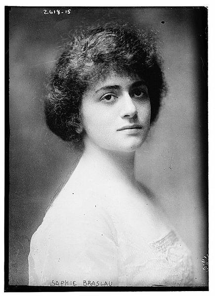 sophie_braslau_circa_1915.jpg