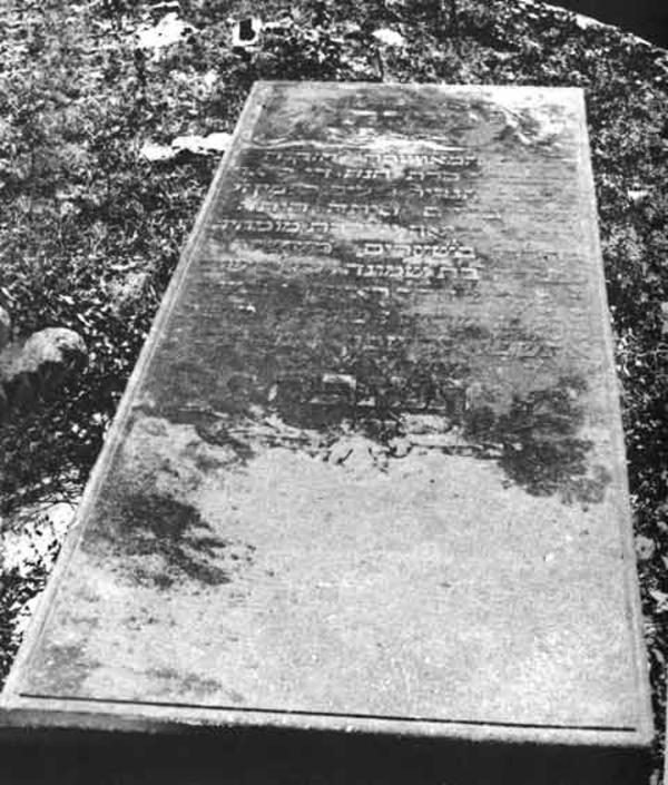 Tombstone of Hannah de Leon